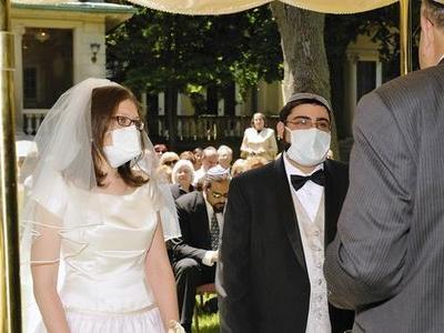 豚インフルエンザに感染した夫婦の結婚式