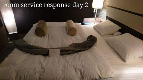 出張先のホテルでルームサービスと交流05