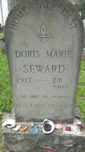 楽観主義者の墓石01