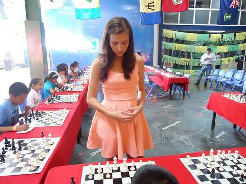 カナダの美人チェスチャンピオン08
