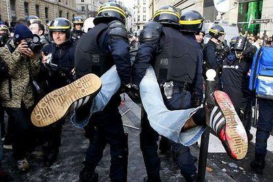 デモや暴動18