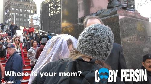65歳の男性と12歳の少女が結婚式01