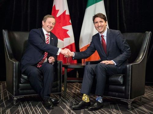 カナダ首相の靴下03