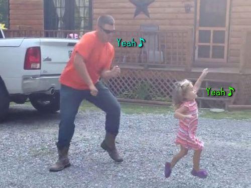 お父さんと娘の陽気なダンス00