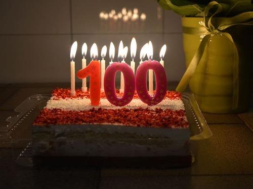 101歳のおじいちゃんが親友の100歳の誕生パーティを開く00