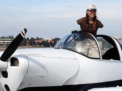 足だけで飛行機を操縦