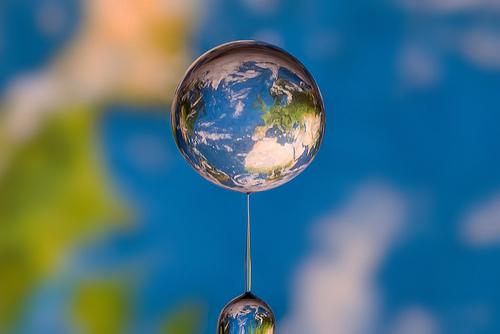 水滴の中に地球02