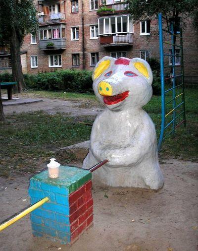ロシアの公園の遊具02