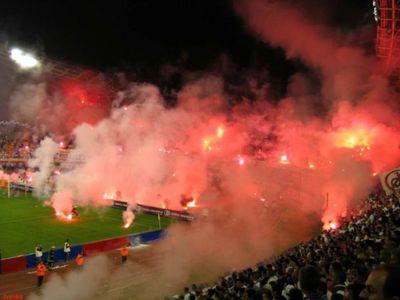 サッカー場の発煙筒04