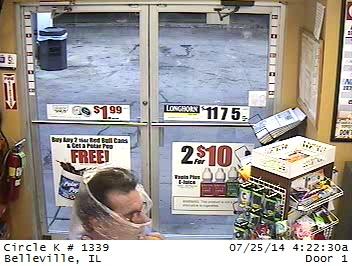 袋で顏を隠したコンビニ強盗、あっさり逮捕04
