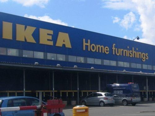 IKEAの店員のシャツ00