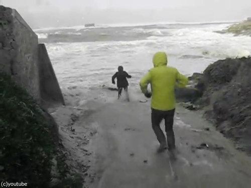 「嵐のときにビーチに近づいてはいけない理由」06
