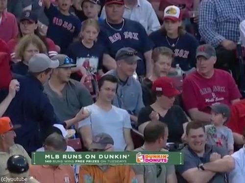 球場でボールをもらった男性の粋な行動05