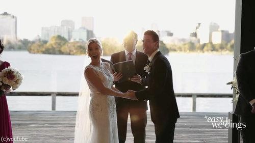 結婚式でフラワーガールがクレイジーになるとき05