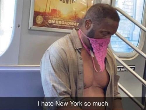 ニューヨーク地下鉄のマスク05