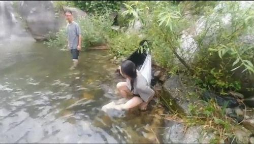 泳がせてくれない犬05