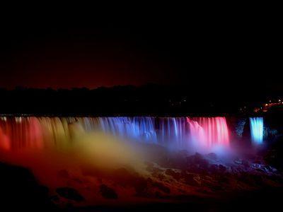 七色に輝く夜のナイアガラ00