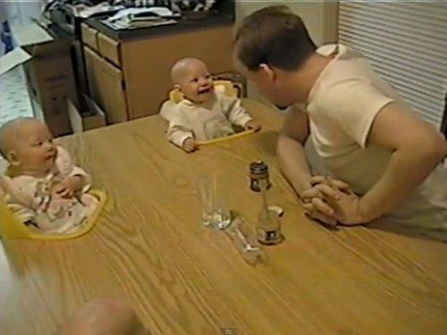 4つ子の赤ちゃんとパパ01