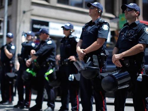 カナダのフルマラソンで警察が止まって応戦するとき00