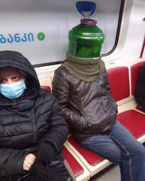 ニューヨーク地下鉄のマスク08