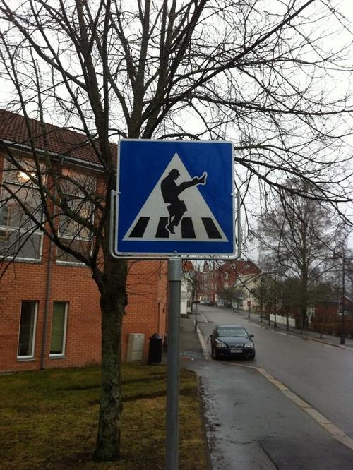 ノルウェーの横断歩道の標識01