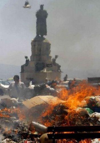 ゴミの街ナポリ01