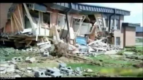ブルドーザーで街中を破壊05