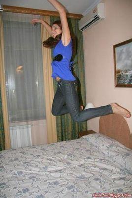 ベッドの上の少女たち11