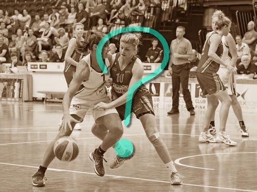 女子バスケの選手とチアリーダー00