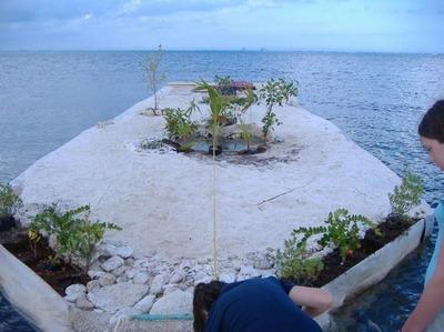 ペットボトルの島06