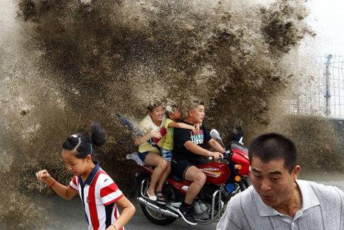 銭塘江の大波10