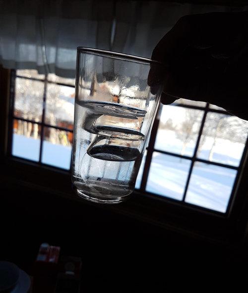 氷点下で水を飲むと01