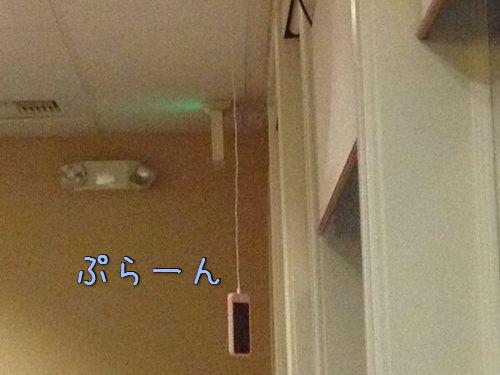 天井からスマホの充電00