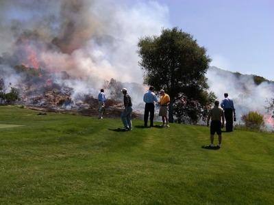 ゴルフ場燃える02
