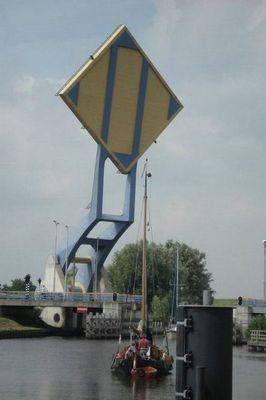 オランダの強引過ぎる架け橋02