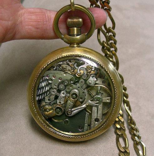 時計の部品から造った動物アート04