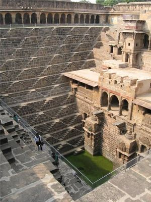 階段だらけのインドの井戸「Chand Baori」02