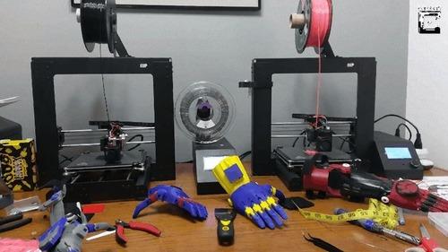 3Dプリンターで息子の義手を作るパパ03