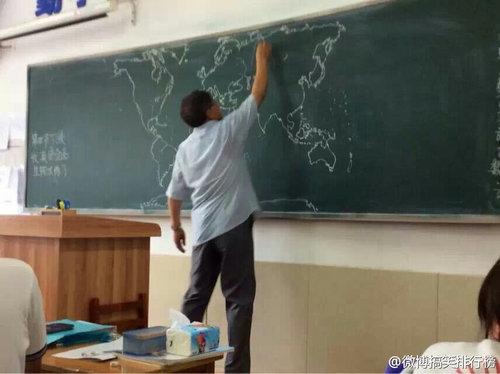 黒板に世界地図06