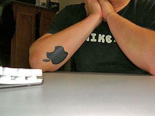 appleロゴのタトゥー10
