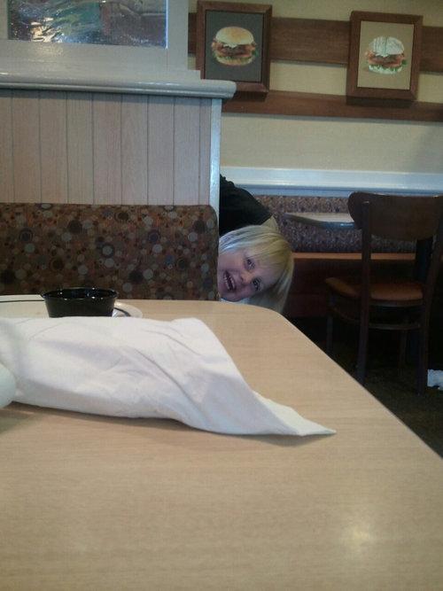 隣のテーブルがうるさいとき03