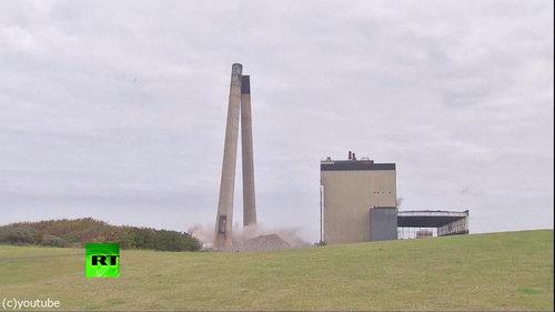 発電所の煙突破壊02