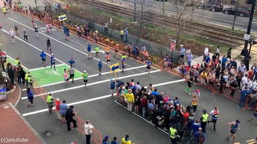 マラソン中の道路をどうやって渡るか04