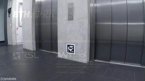エレベーターを乗りこなすロボット04