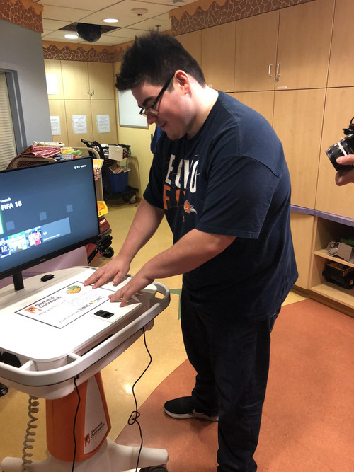 子ども病院にゲームステーションを2台01