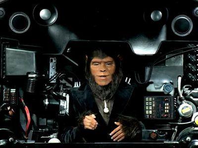 エンジンの代わりに猿人がボイスパーカッション