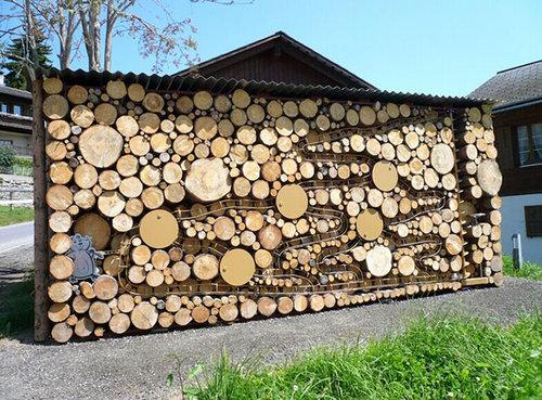 木材積みアート05