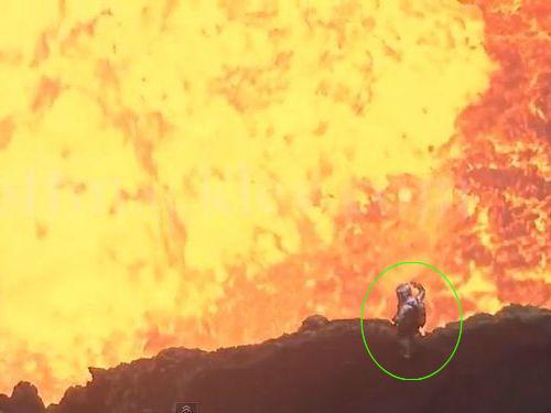 溶岩の30mそばで撮影