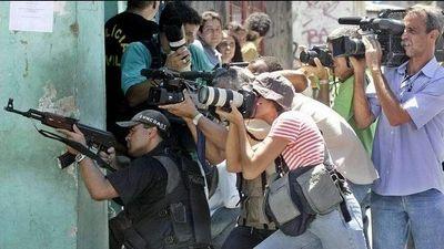 カメラマンの中にスナイパー