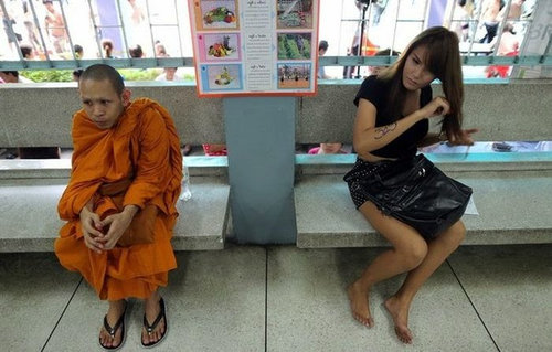 タイの徴兵検査とニューハーフ04